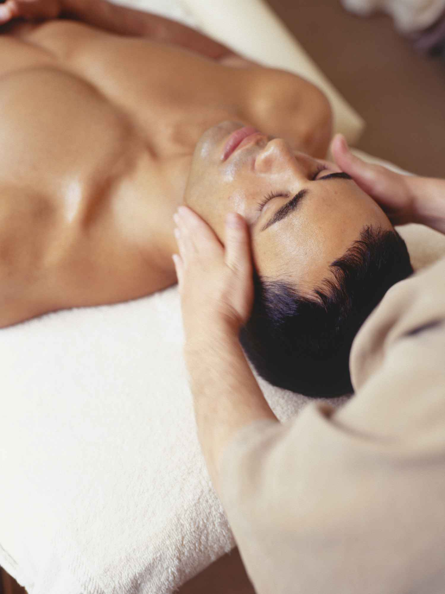 A Sensual Massage how to give a sensual massage to men   2bstronger