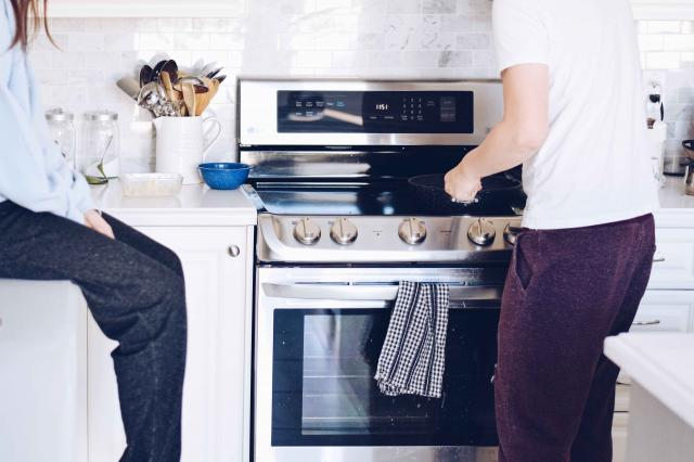 man baking vs. broiling in the oven