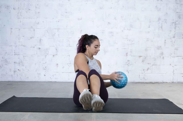 Jordan Shalhoub Doing a Medicine Ball Cardio + Abs Workout