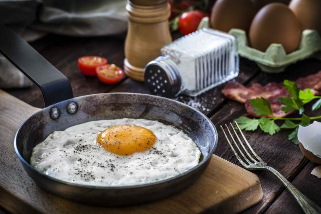 Preparing fried egg