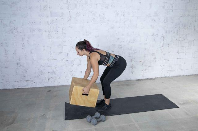 Jordan Shalhoub Setting Up for Her At-Home Workout